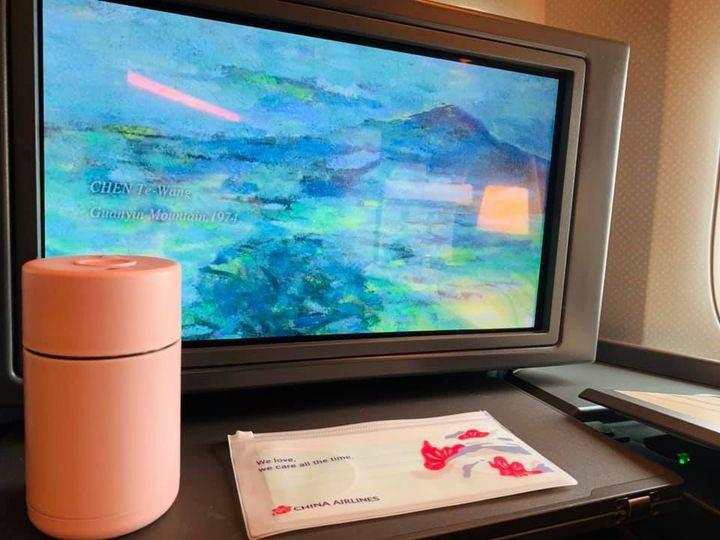一張含有 室內, 桌, 電視, 監視器 的圖片  自動產生的描述